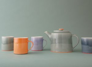 teapot and mugs